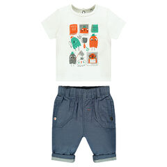 Ensemble with short-sleeved tee-shirt featuring printed characters and chambray pants