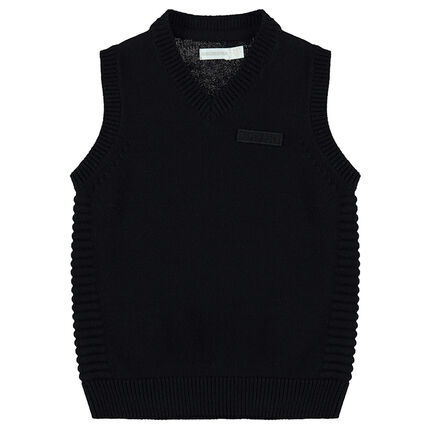 Vintage-style sleeveless knit sweater with trendy stitching