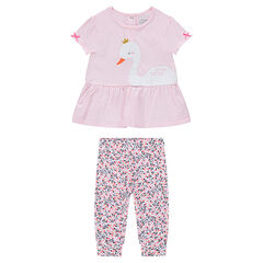 Ensemble with a frilled tee-shirt and leggings with an allover floral print