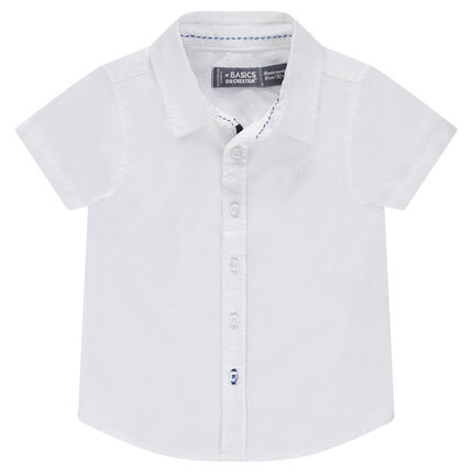Plain-colored, short-sleeved shirt