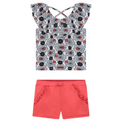 Ensemble with a short tee-shirt featuring an allover print and plain-colored shorts
