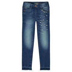 Jeans effet used et crinkle avec perles fantaisie