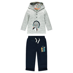 Ensemble with hooded tee-shirt, printed cap and plain-colored pants
