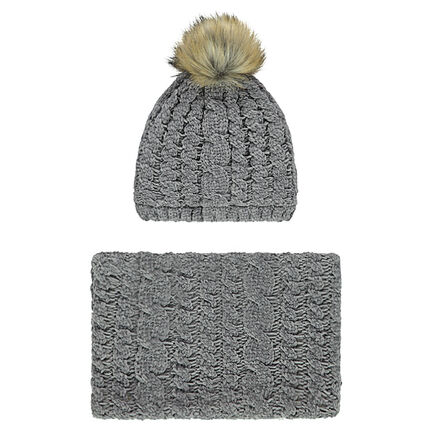 Cap and snood ensemble in cable-stitch chenille knit fabric